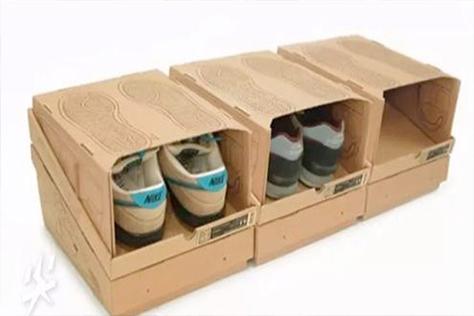 搬家打包鞋子