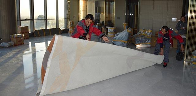 铺设地板保护材料